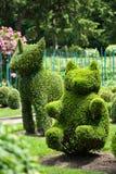 De eenhoorn en draagt Topiary Tuin Royalty-vrije Stock Foto's