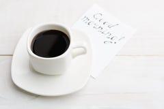 De eenvoudige ochtend met witte kop van koffie voor de betere helft met ` gaat Royalty-vrije Stock Foto