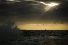 De Eenzame Zeilboot Royalty-vrije Stock Foto's