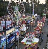 De Eerlijke Middenweg van de Provincie van Los Angeles bij Schemering Stock Foto's