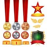 De Eerprijs van de ceremoniewinnaar De trofee kent Koppen, Gouden Laurel Wreath With Red Ribbon en Gouden Schild, Medaillesmalpla Stock Foto's