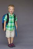 De eerste dag van de jongensrugzak van kleuterschool, Kleuterschool Stock Fotografie