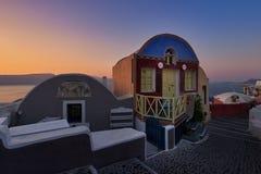 De eerste ochtendlicht in Oia Santorini royalty-vrije stock foto
