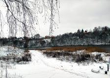 De eerste sneeuw en het water in Venev Stock Foto's
