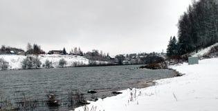 De eerste sneeuw en het water in Venev Royalty-vrije Stock Afbeelding