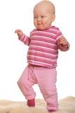 De eerste stappen van het meisje van de baby stock afbeeldingen