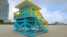 De eerste straat van badmeestertower miami beach stock video