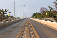 """De eerste thai†""""lao vriendschapsbrug over de mekong rivier in Thailand Stock Foto"""