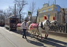 De eerste tram in Moskou in de 19de eeuw - door paarden getrokken tram Stock Foto