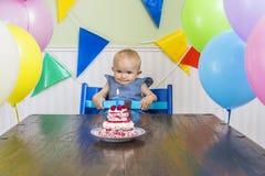 De eerste verjaardag van de grappige baby royalty-vrije stock fotografie