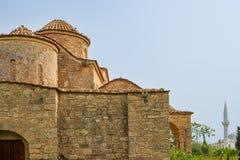 De 6de eeuw Byzantijnse Kerk en moskee van Panayiakanakaria in Lythrangomi, Cyprus royalty-vrije stock afbeeldingen