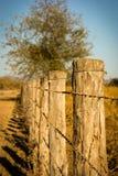 De eeuwige omheining in het landelijke leven stock fotografie