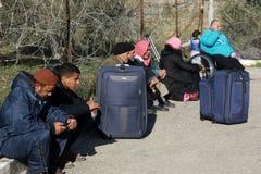 De Egyptische overheid heropent de enige passagier die tussen Gaza en Egypte in beide richtingen vandaag kruisen stock afbeeldingen