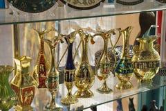 De Egyptische vazen zijn op de showcase Royalty-vrije Stock Foto