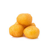De eieren van het kwartelssuikergoed, Thaise gebraden die aardappelballen op witte rug worden geïsoleerd Stock Foto