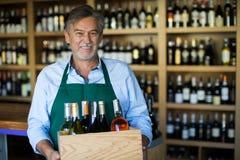 De eigenaar van de wijnwinkel Stock Fotografie