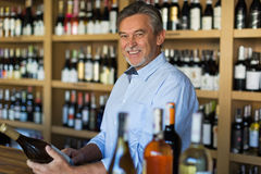 De eigenaar van de wijnwinkel Royalty-vrije Stock Afbeelding