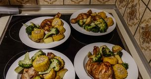 De eigengemaakte barbecue van de kippenborst royalty-vrije stock afbeelding