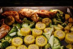 De eigengemaakte barbecue van de kippenborst stock foto's