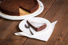 De eigengemaakte cake van de chocoladeelektriciteitspanne Stock Foto