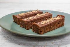De eigengemaakte cake van de okkernootchocolade royalty-vrije stock afbeeldingen