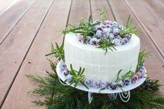 De eigengemaakte Fonkelende Cake van de Amerikaanse veenbes Witte Chocolade Stock Foto