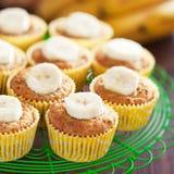 De eigengemaakte muffins van de veganistbanaan Royalty-vrije Stock Fotografie