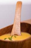 De eigengemaakte soep van de veganistwortel Stock Fotografie