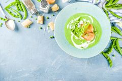 De eigengemaakte soep van de groene erwtenroom royalty-vrije stock foto's