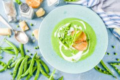 De eigengemaakte soep van de groene erwtenroom royalty-vrije stock afbeeldingen