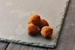 De eigengemaakte Truffels van de Chocolade Stock Afbeeldingen