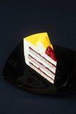 De eigentijdse Gele Cake van de Fluweelmousse Stock Fotografie