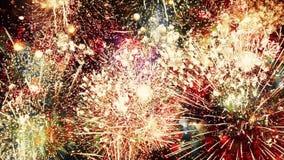 De eindeloze Lijn van Vuurwerkexplosies stock videobeelden
