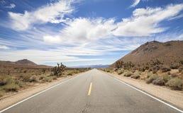 De eindeloze weg van het land, Doodsvallei, Californië, de V.S. Royalty-vrije Stock Fotografie