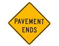 De einden die van de bestrating verkeersteken waarschuwen stock foto's