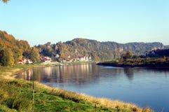 De Elbe rivier in Saksen, Duitsland Stock Afbeeldingen