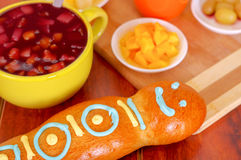 De elegante broden van opstellings traditionele smakelijke Latijns-Amerikaanse guagua, kleurrijke suikerdecoratie, kom met de bes Stock Foto's