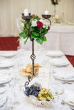 De elegante decoratie van de huwelijkslijst stock afbeelding