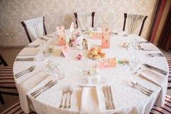 De elegante decoratie van de huwelijkslijst royalty-vrije stock foto's