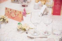 De elegante decoratie van de huwelijkslijst stock afbeeldingen