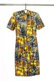 De elegante kleding van Midi met abstract geometrisch gekleurd patroon, isol Royalty-vrije Stock Foto's