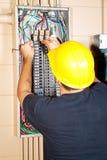De elektricien vervangt Breker royalty-vrije stock afbeeldingen