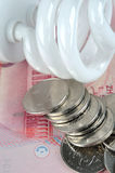 De elektriciteitslamp en geld van de besparing Royalty-vrije Stock Afbeelding