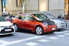 De elektrische auto van BMW i3 is op straat van de stad van Barcelona Stock Fotografie