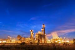 De elektrische elektrische centrale van de aardgasturbine met schemering in Thailand royalty-vrije stock afbeelding