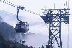 De elektrische kabelwagen gaat naar Fansipan-bergpiek de hoogste berg in Indochina, bij 3.143 meter in Sapa, Vietnam royalty-vrije stock foto's