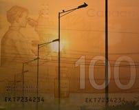 De elektrische straatlantaarns en de Canadese 100 dollarrekening, een dubbel blootstellingsschot voor het aantonen besteden aan e Stock Afbeelding
