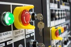 De elektrocontrole van het mechanismepaneel, bij installatie en de procesbeheersing met uitstekende toon met analogon Stock Foto's