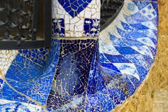 De elementen van het mozaïek van Gaudi ` s van mozaïekfragmenten werken in Park Guell in de winter in de stad van Barcelona Royalty-vrije Stock Afbeelding