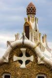 De elementen van het mozaïek van Gaudi ` s van mozaïekfragmenten werken in Park Guell in de winter in de stad van Barcelona Royalty-vrije Stock Foto
